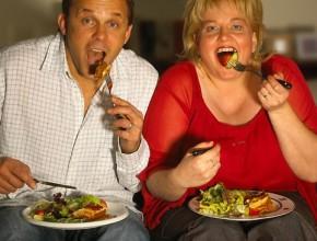 22-Mangiare-davanti-alla-tv-spinge-a-consumare-cibi-poco-sani