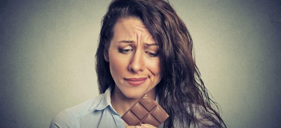 faccia stanca col cioccolata
