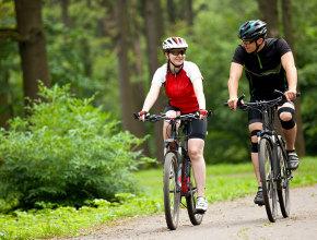 coppia-bici-bosco-01